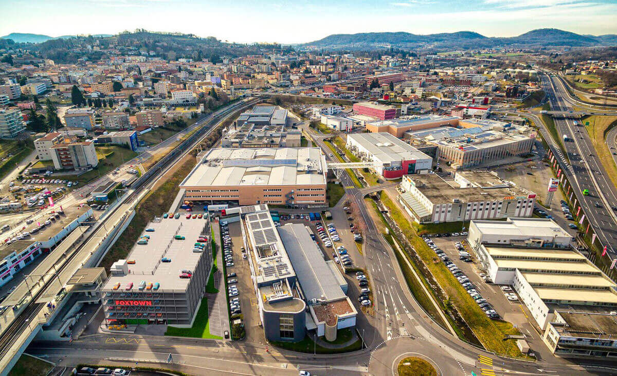 Parkhaus für Luxus-Einkaufszentrum mit 590 Stellplätzen