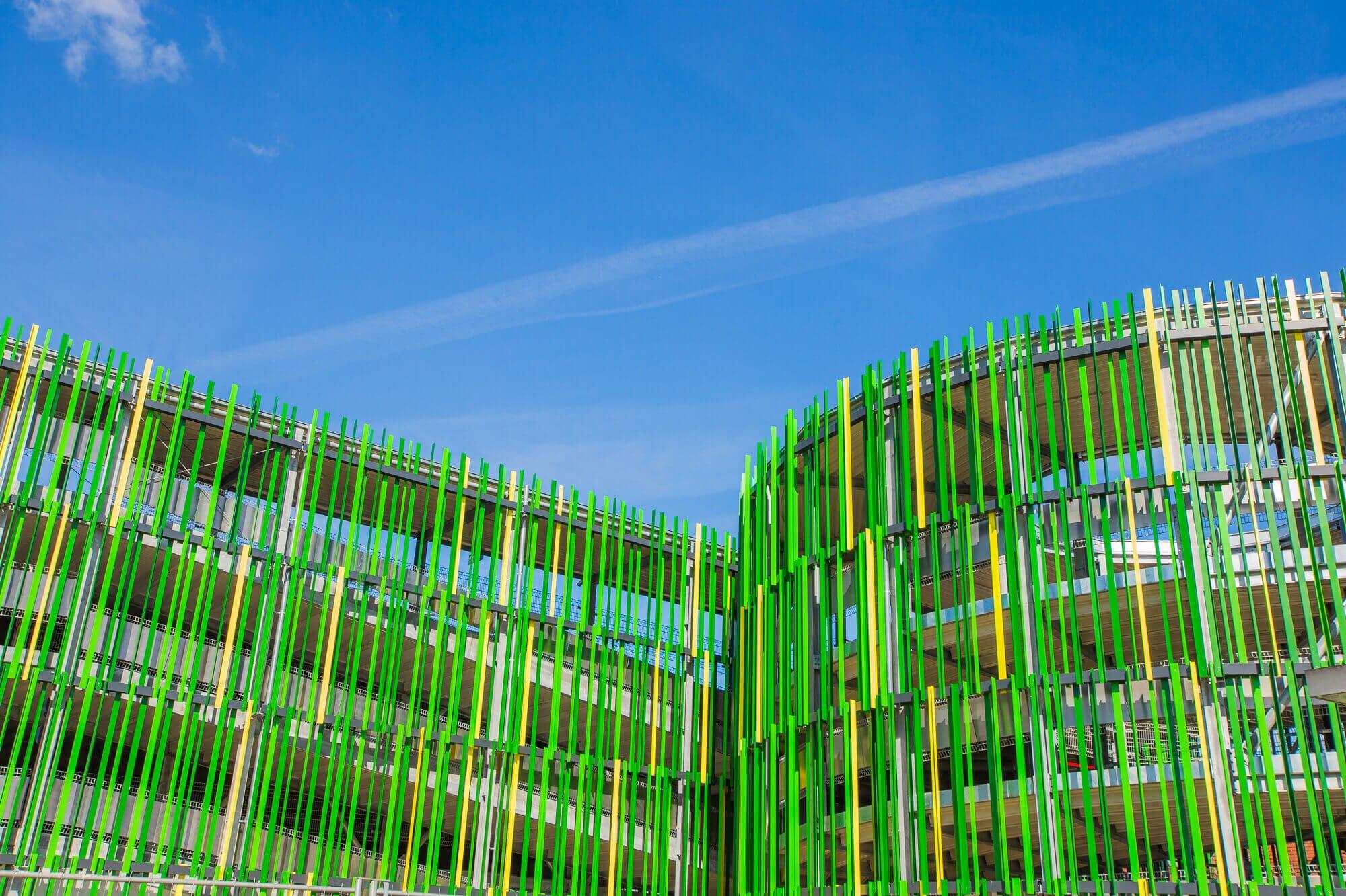 Die Gestaltung der Fassade ermöglicht eine echte Ausdrucksfreiheit und eine perfekte Integration des Gebäudes in die Umgebung.