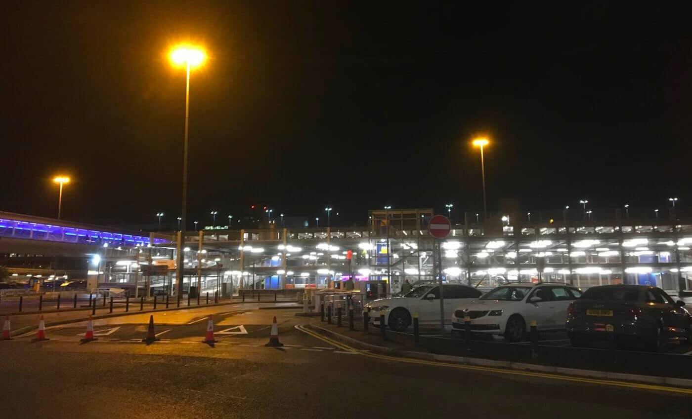 Flughafen-Parkhaus mit 400 Stellplätze