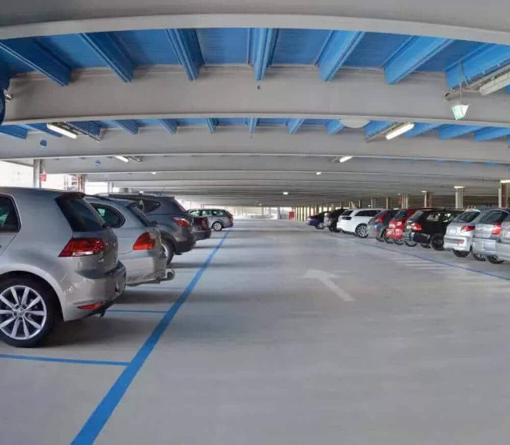 Ein systemtiascher Wartungsplan für die Instandhaltung der Parkhausböden und -flächen hält das Parkhaus sauber und betriebsbereit.