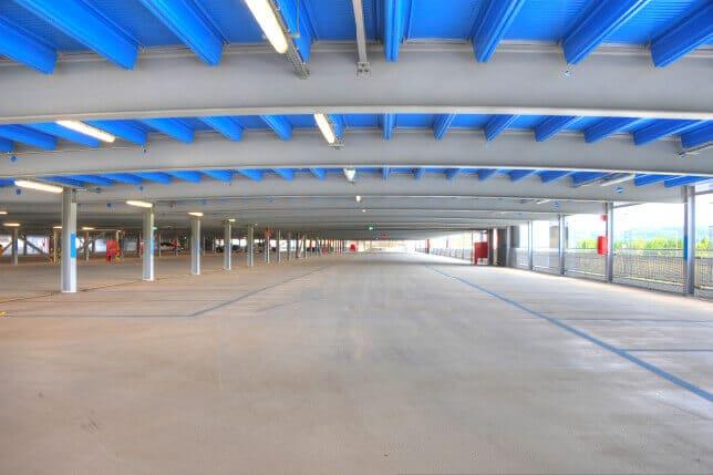 Große Spannweite für einen offenen, hellen und einladenden Parkraum