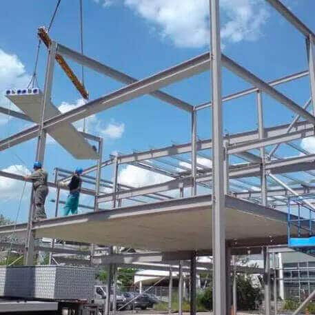 Parkhausbau in Stahl